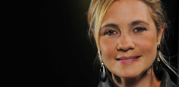 a-atriz-adriana-esteves-e-a-vila-carminha-na-novela-avenida-brasil-1333754162614_615x300